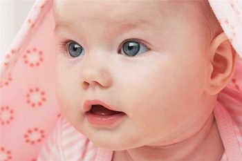После родов покраснели глаза у младенца - каковы причины