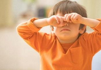 У ребенка опухло верхнее веко и покраснело - основные причины