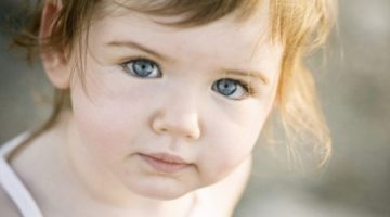 У ребенка покраснел белок глаза - советы для родителей