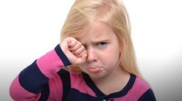 Укусил комар и опух глаз у ребенка - первая помощь малышам