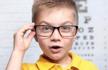 У мальчика проблемы со зрением