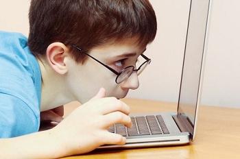 У мальчика плохое зрение