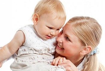 Мама с маленькой дочкой