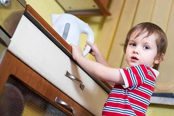 Советы родителям при ожогах у детей и использование различных мазей