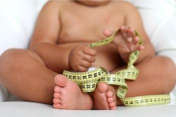 Ребенок с измерительной лентой