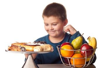 Мальчик, сладости, фрукты