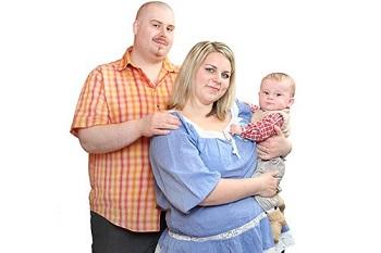 Родители с малышом на руках