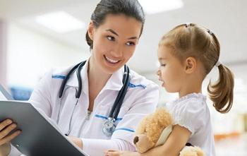 Девочка с доктором