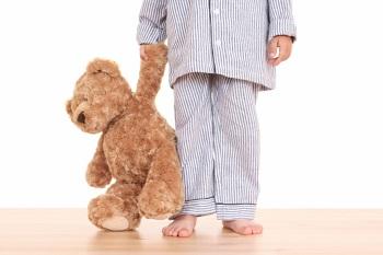 Ребенок в полосатой пижаме