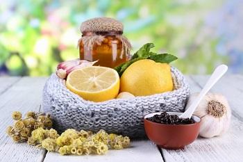 Мед, лимон, чеснок и травы