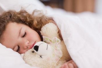 Девочка крепко спит