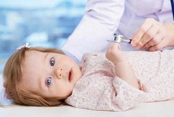 Осмотр ребенка детским доктором