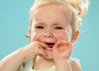 Отчего бывает стоматит у детей и как его лечить