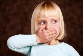 Первые признаки и механизм развития коклюша у детей