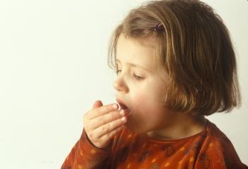 Чем опасен кашель для детей и нужно ли давать им сиропы
