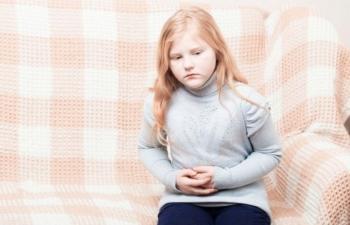 Какими симптомами сопровождается гастрит у детей