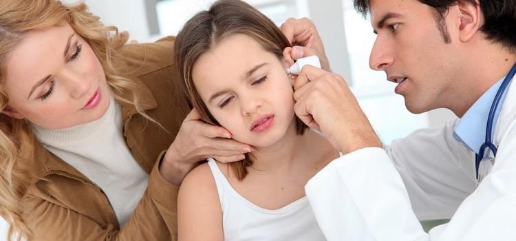 Причины почему у ребенка болит ухо