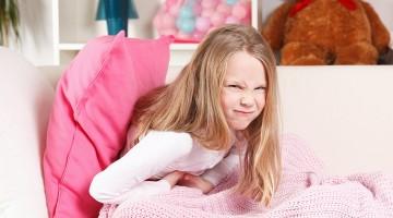 Распространённые причины, почему у ребенка болит живот
