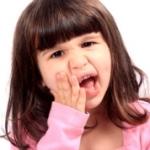 От чего появляется и чем лечить флюс у ребенка?