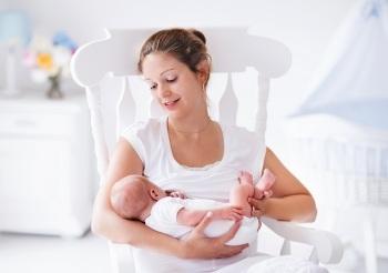 Когда нельзя употреблять груши при кормлении новорожденного