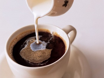 Можно ли употреблять кофе с молоком при грудном вскармливании