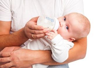 Как правильно выбрать подходящую молочную смесь для новорожденного ребенка