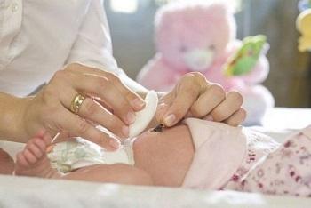 У новорожденного кровоточит пупочная ранка - уход в домашних условиях