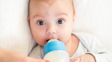 Сколько должен съедать новорожденный за одно кормление: объем и определение нормы