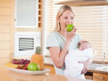 Пенистый стул у грудничка на грудном вскармливании: как вести себя родителям, что предпринимать?