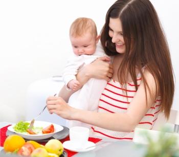 Пенистый стул у грудничка на грудном вскармливании: почему важна диета мамы?