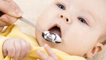 Запор у грудничка при грудном вскармливании: важное значение жидкости для малыша и мамы