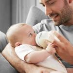 Ответ на вопрос, как правильно кормить малыша из бутылочки