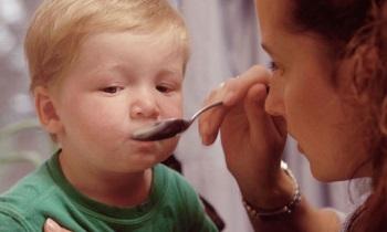 При повышенном ацетоне в моче у ребенка следует давать больше углеводов