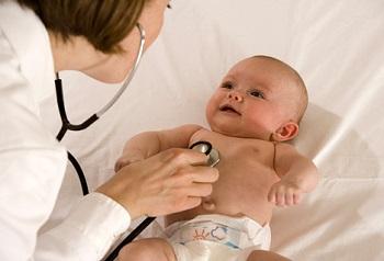 Как лечить насморк у новорожденного ребенка - несколько советов