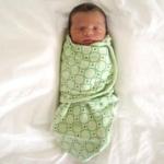 Как правильно пеленать грудного ребенка?