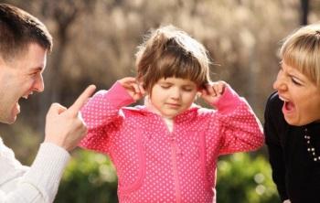 В чем заключаются симптомы и лечение нервного тика у ребенка