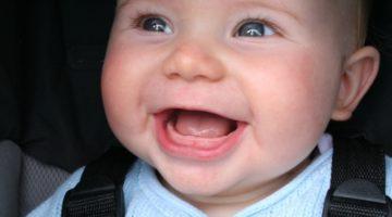 Прорезывание первых зубов у грудничков: фото десен, возможные сложности и их устранение