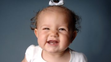 Рвота при прорезывании зубов: признаки и причины, помощь малышу