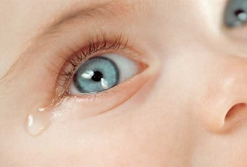 Гноятся и красные глаза у ребенка - осоновные причины возникновения симптома