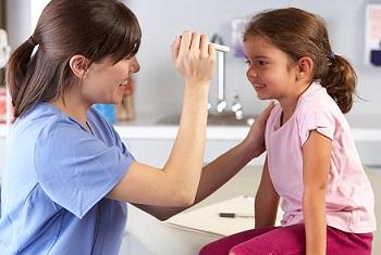 Опухшие глази и веки у ребенка - почему это происходит