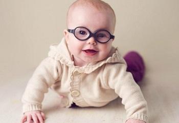 Почему может развиться астигматизм у годовалого ребенка