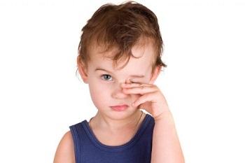 Почему у ребенка покраснели глаза и гноятся