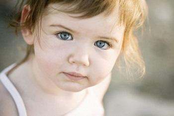 Причины покраснения глаз у годовалого ребенка и детей в возрасте до 3 лет