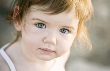 У ребенка красные глаза и чешутся - о чем говорят эти симптомы