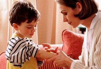 Первая помощь при укусах насекомых - описание мазей для детей